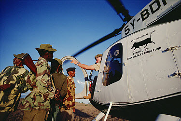 Senior warden Ted Goss of Department of Wildlife and Conservation, Rhinoceros Anti-poaching Unit, with his rangers many of whom are former poachers, Kenya  -  Jim Brandenburg