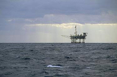 Offshore oil rig, southeast Alaska  -  Flip  Nicklin