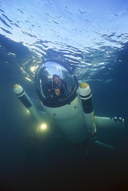 Deep flight submersible piloted by creator Graeme Hawke, Monterey, California  -  Norbert Wu