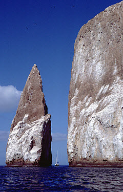 Kicker Rock an old eroded tufa formation with sailboat, Galapagos Islands, Ecuador  -  Tui De Roy