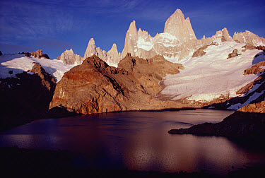 Fitzroy Massif with sunrise glow on high granite spires, Los Glaciares National Park, Argentina  -  Tui De Roy