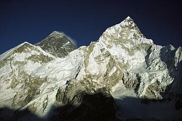 Mt Everest (8,850 meters) and Mt Nuptse (7,861 meters) seen from Kala Pattar, Khumbu, Himalaya, Nepal  -  Colin Monteath/ Hedgehog House