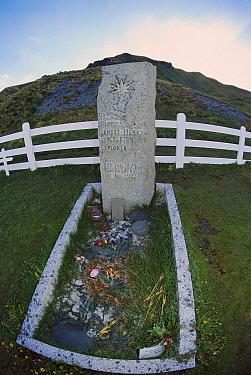 The grave of British explorer Ernest Shackleton, South Georgia Island  -  Colin Monteath/ Hedgehog House