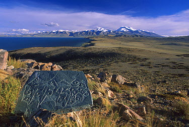 Mani stone and Gurla Mandhata from Chiu monastery, Lake Manosarovar, Central Asia, Tibet  -  Colin Monteath/ Hedgehog House