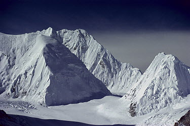 Mount Everest west ridge, Tibet  -  Colin Monteath/ Hedgehog House