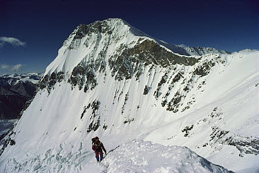Geof Bartram at 7000m, Changtse and North Col behind, Mount Everest, Tibet  -  Colin Monteath/ Hedgehog House