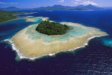 Coral reefs and islands, Kimbe Bay, West New Britain Island, Papua New Guinea  -  Ingrid Visser/ Hedgehog House