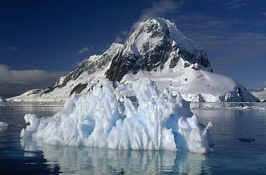 Iceberg and mountains, Antarctica  -  Flip de Nooyer