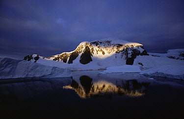 Ray of light on snow-covered mountain, Lemaire Channel, Antarctica  -  Todd Pusser/ npl