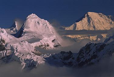 Cho Oyu (8,201 meters) in distance, seen from Mera Peak, Khumbu Himal, Nepal  -  Colin Monteath/ Hedgehog House