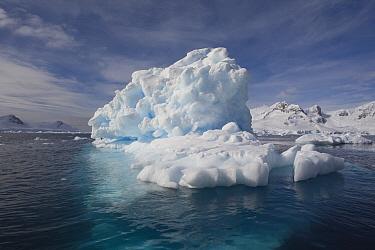 Iceberg along the coast, Antarctic Peninsula, Antarctica  -  Otto Plantema/ Buiten-beeld
