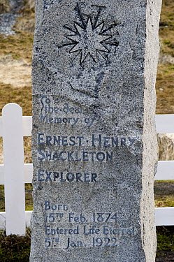 Grave of British explorer Ernest Shackleton, South Georgia Island  -  Flip  Nicklin