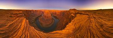 Three hundred sixty degree view of Colorado River at Horseshoe Bend, Glen Canyon National Recreation Area near Page, Arizona  -  Yva Momatiuk & John Eastcott