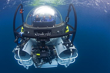 Research submersible submerging to explore hot vents, Danzante Island, Baja California, Mexico  -  Richard Herrmann