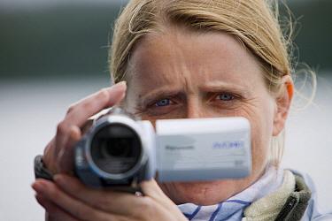Videographer Silke Arndt on location, Cape Cross, Namibia  -  Ingo Arndt