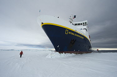 Endeavour cruise ship and its staff, Antarctica  -  Flip  Nicklin