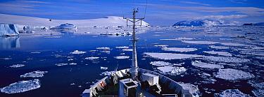 Bow of cruise ship with pack ice, Antarctic Peninsula, Antarctica  -  Hiroya Minakuchi