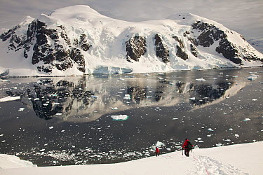 Climbers descend Peon Peak, Ronge Island, Antarctic Peninsula, Antarctica  -  Colin Monteath/ Hedgehog House