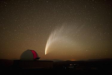 Southern lights and Mt John Observatory, New Zealand  -  Fraser Gunn/ Hedgehog House