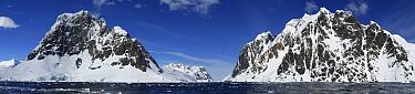 Coastline, Lemaire Channel, Antarctica  -  Hiroya Minakuchi