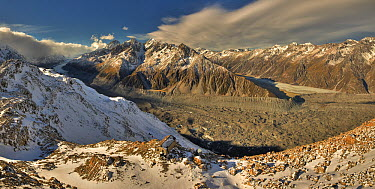 Hut after fresh snowfall, Tasman Glacier valley with Malte Brun and Liebig Range in background, Mount Cook National Park, New Zealand  -  Colin Monteath/ Hedgehog House