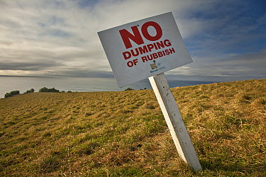 No dumping of garbage sign, Otago, New Zealand  -  Colin Monteath/ Hedgehog House