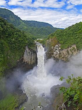 San Rafael Falls, Cayambe Coca Ecological Reserve, Ecuador  -  Michael & Patricia Fogden