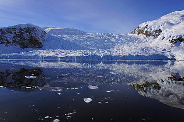 Glacier coastal landscape, Lemaire Channel, Antarctic Peninsula, Antarctica  -  Hiroya Minakuchi