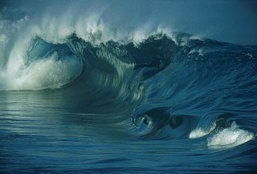 Crashing waves  -  Bob Barbour