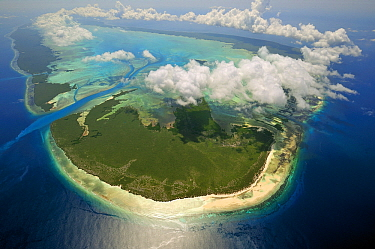 Clouds forming a ring over raised coral atoll, Aldabra, Seychelles  -  Wil Meinderts/ Buiten-beeld