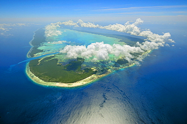 Clouds forming a ring over coral atoll, Aldabra, Seychelles  -  Wil Meinderts/ Buiten-beeld