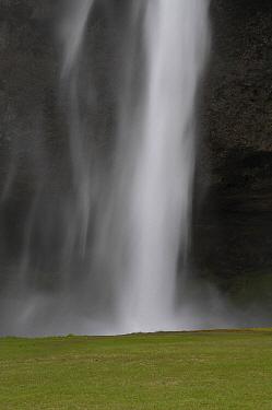 Seljalandsfoss Waterfall, Iceland  -  Dirk-Jan van Unen/ Buiten-beeld
