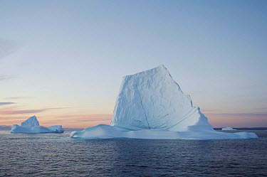 Iceberg lit by sunset, Scoresby Sund, Greenland  -  Arjen Drost/ Buiten-beeld