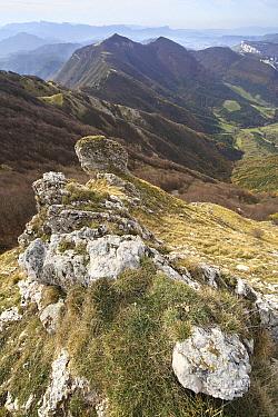 Mountain peaks and rocks, Vercors Regional Natural Park, France  -  Wouter Pattyn/ Buiten-beeld