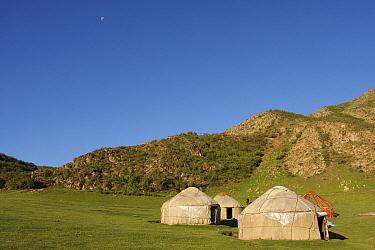 Yurt camp in Tien Sjan mountains, Temir Kanat, Kyrgyzstan  -  Jaap Schelvis/ Buiten-beeld