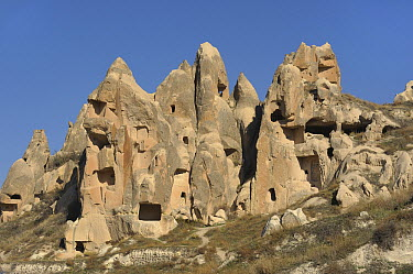 Volcanic landscape showing dwellings carved out of soft rock, Cappadocia, Turkey  -  Natalia Paklina/ Buiten-beeld