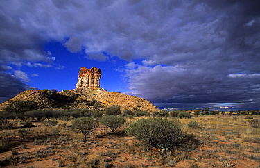 Clouds over Chambers Pillar, Chambers Pillar Historical Reserve, Australia  -  Wil Meinderts/ Buiten-beeld