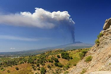 Mount Etna erupting sending up ash plume, Sicily, Italy  -  Jaap Schelvis/ Buiten-beeld