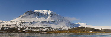 Mountains at point of departure for Shackleton's 1916 crossing from South Georgia to Stromness Harbor, South Georgia Island  -  Jaap Vink/ Buiten-beeld