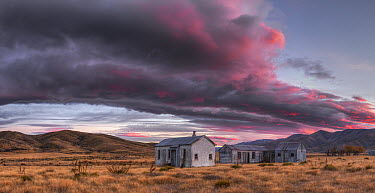 Historic farm buildings near Saint Bathans, Central Otago, New Zealand  -  Colin Monteath/ Hedgehog House
