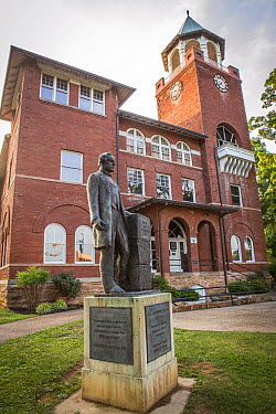 William Jennings Bryan statue and historical Rhea County Courthouse where the Scopes Monkey Trial was held, Dayton, Tennessee  -  Michael Durham