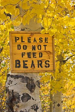 Please do not feed bears warning sign, Manti la Sal National Forest, Utah  -  Yva Momatiuk & John Eastcott