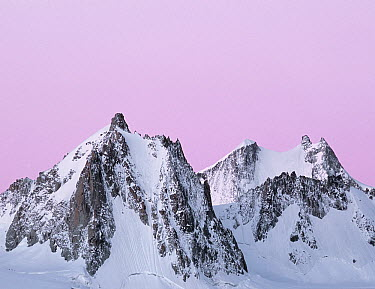 Mountains at dawn, Tour Ronde, Chamonix, France  -  Melvin Redeker / Buiten-beeld
