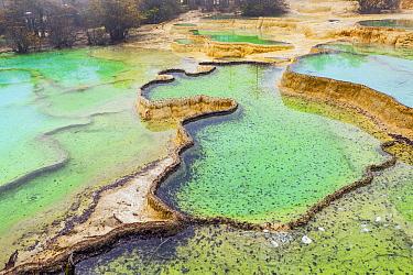 Limestone deposits in river, Min River, Huanglong, China  -  Chris Stenger/ Buiten-beeld