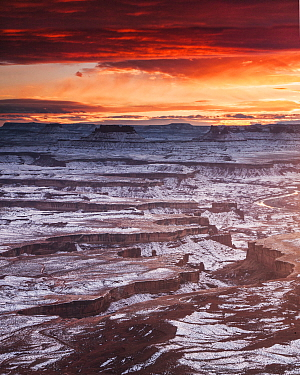 Sunset over canyons and the Green River, Canyonlands National Park, Moab, Utah