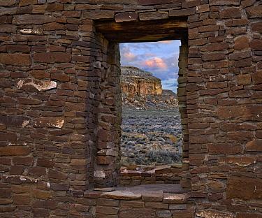 Window, Pueblo del Arroyo, South Mesa, Chaco Culture National Historical Park, New Mexico
