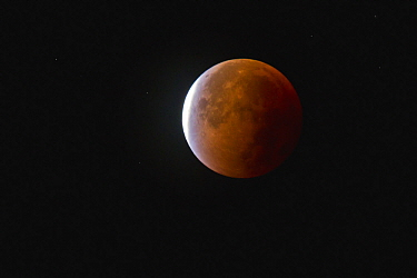 Total lunar eclipse of supermoon, North Sea, Germany