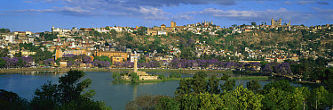 Lake Anosy surrounded by buildings, Antananarivo, capital of Madagascar  -  Patricio Robles Gil/ Sierra Madr