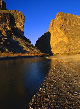 River flowing through desert cliffs, Sierra del Carmen region, Coahuila state, Mexico  -  Patricio Robles Gil/ Sierra Madr