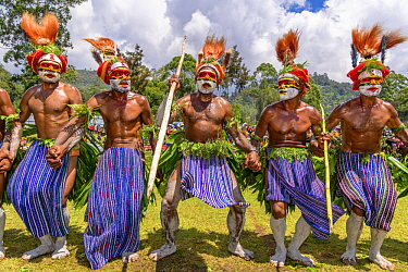 Itokon tribe men performing, Enga Show, Wabag, Western Highlands, Papua New Guinea